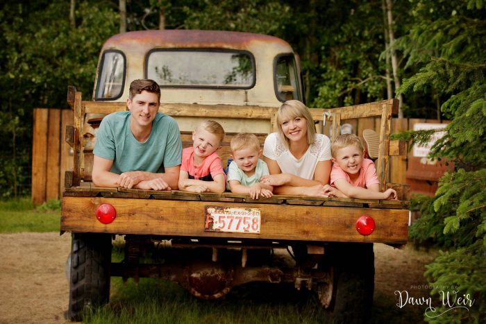 edmonton-family-photography-session-dawn-weir_family-stony-plain-olde-back-roads
