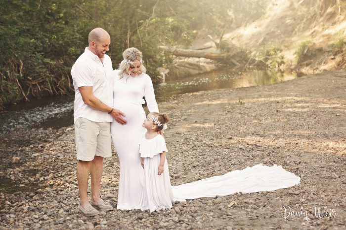 edmonton_maternity_photographer_dawn_weir_mill_creek_ravine_maternity_white_gown_with_family