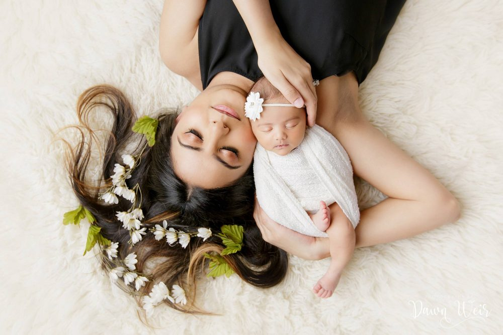 edmonton_newborn_and-st_albert_photography_dawn_weir_newborn_baby_lying_in_moms_arms_white_flokati_rug