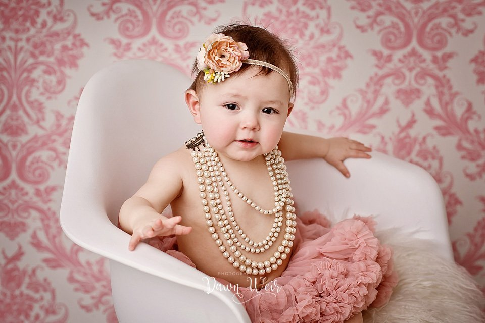 photo-by-cake-smash-photographer-dawn-weir-one-year-old-dusty-rose-tutu-pearls-chair
