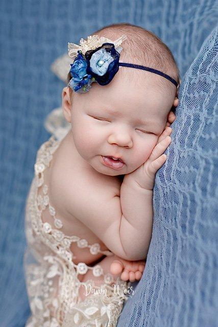 photo-by-newborn-photographer-dawn-weir-blue-flower-headband-baby-lying-on-blue-lace-blanket