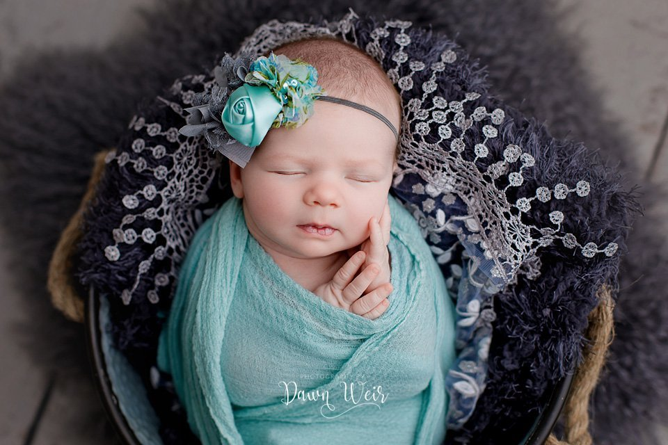 photo-by-newborn-photographer-dawn-weir-turquoise-wrap-baby-lying-in-bucket