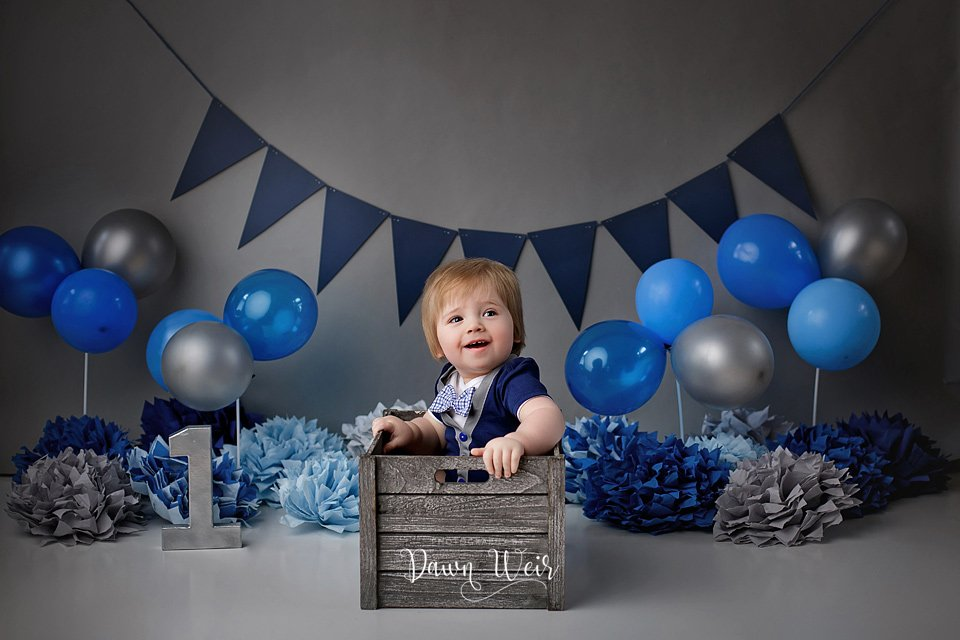 photo by dawn weir edmonton boy cake smash blue and greay with balloons and blue ombre cake